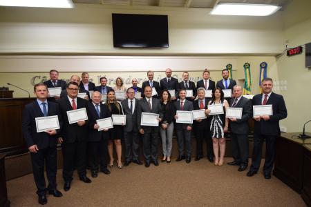 Vereadores, prefeito e vice-prefeito são diplomados