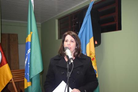 Rosi questiona sobre falta de água em escola municipal