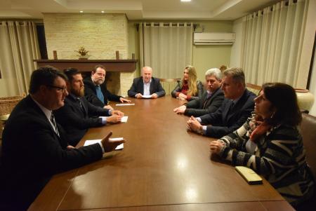 Vereadores reunidos com presidente do Conselho de Saúde
