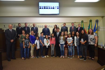Escola Nossa Senhora de Fátima faz homenagem aos 63 anos de Gramado