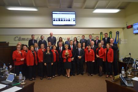 Lions recebe Troféu 'Mérito Gramado' e placa comemorativa aos centenário
