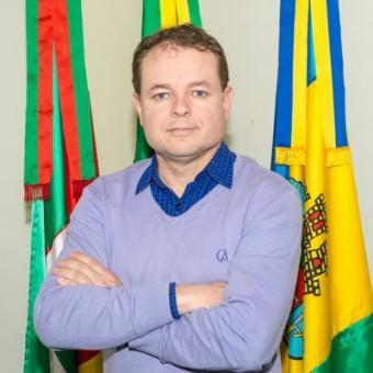 Vereadores pedem esclarecimentos e convocam secretário Julio Dorneles