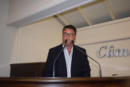 Dr. Ubiratã propõe projeto Ficha Limpa para CCs e FGs