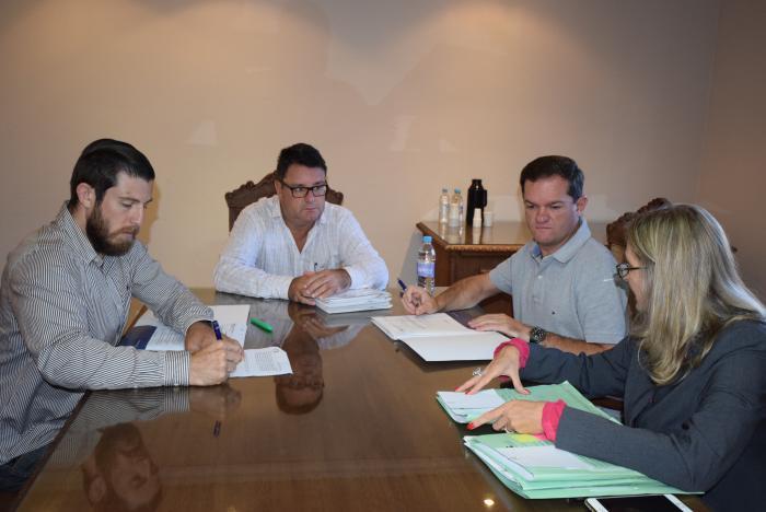 Comissão de Legalidade analisa projetos