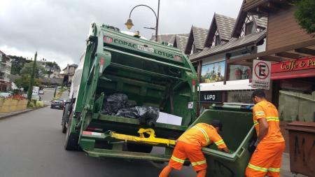 Solicitadas informações sobre empresa contratada para coleta do lixo