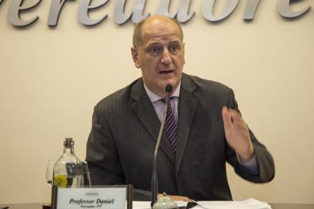Sessão ordinária | Vereador Professor Daniel solicita criação do Fundo de Amparo a empresas