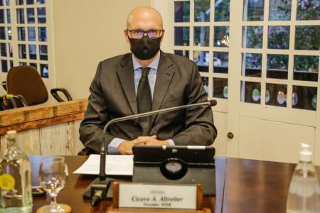 Vereador Cícero Altreiter solicita informações sobre funcionários da Secretaria da Saúde