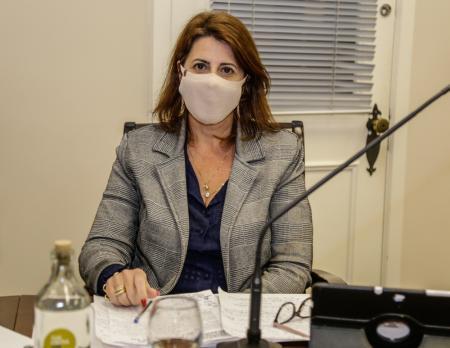 Vereadora Rosi sugere que professores e funcionários de escolas sejam prioridade na vacina contra Co