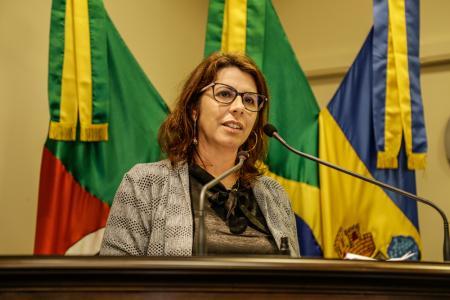 Vereadora Rosi sugere manutenção em estradas e escolas, além de implantação de rede de água