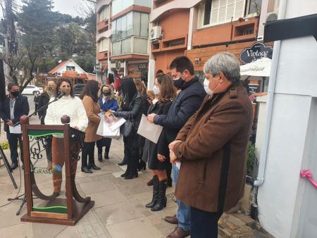 Vereadora Rosi representa Legislativo na inauguração do Cram