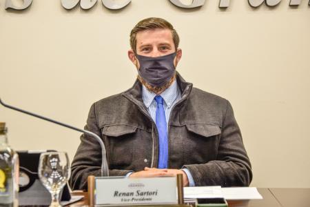 Vereador Renan solicita vacinação de Covid-19, ação da Vigilância Sanitária e flexibilização decreto