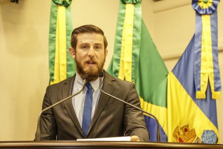Vereador Renan Sartori solicita criação de local apropriado para fotos em pórtico